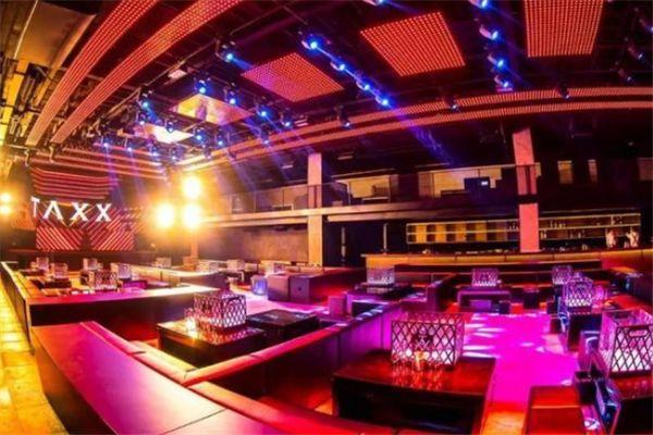 郑恺开了上海最大的夜店,3千平方的场地一瓶酒15万块钱,卡座2万